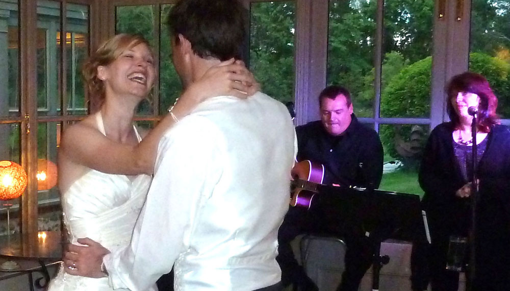 acoustic duo in norfolk first wedding dance